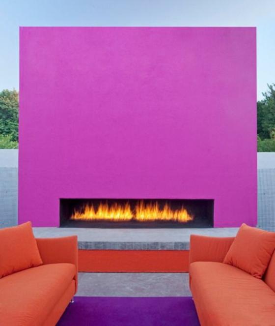 terrassengestaltung ideen modern außenmöbel sofa deko kamin farbgestaltung lila purpur