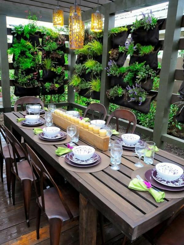 terrassengestaltung modern essecke bepflanzung dekoration kerzen