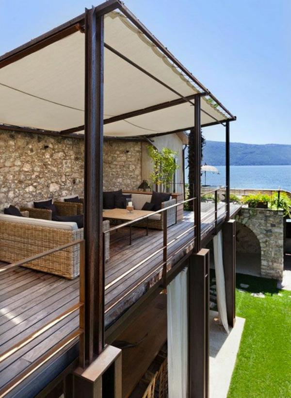 terrassengestaltung modern sofa rattanmöbel tisch