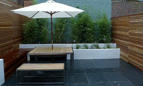 terrassensichtschutz holzdielen terrassenholz sonnenschutz sonnenschirm