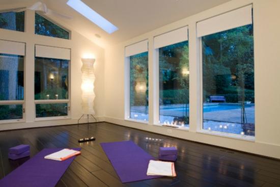 tipps und tricks zum wohlfühlen freizeit genießen sport treiben yoga kerzenlicht