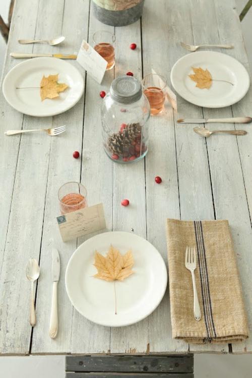 tischdeko im herbst minimalistisch blätter besteck Ideen für Tischdeko im Herbst