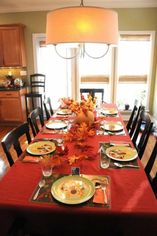 tischdeko im herbst rot tischdecke lampen Ideen für Tischdeko im Herbst