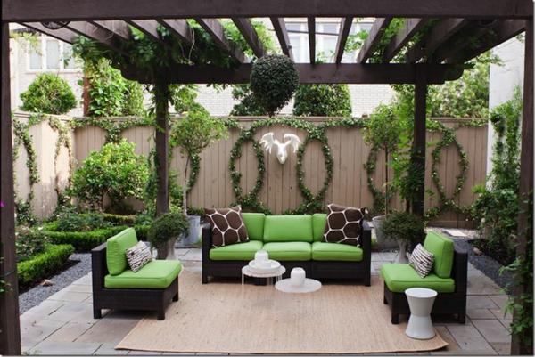 traumgarten pergola  sitzecke  schwarz  und grün