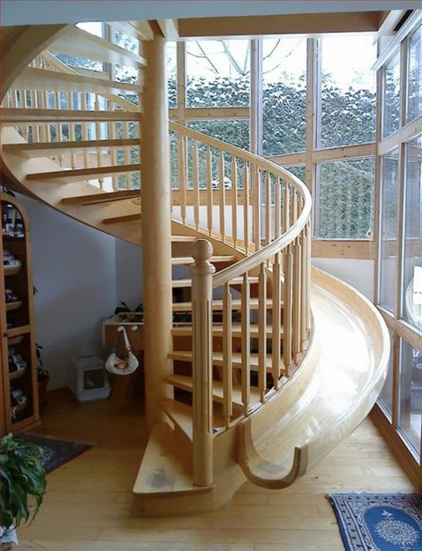 treppenhaus holz rutsche schattenspiel kreative wohnideen spielerisch