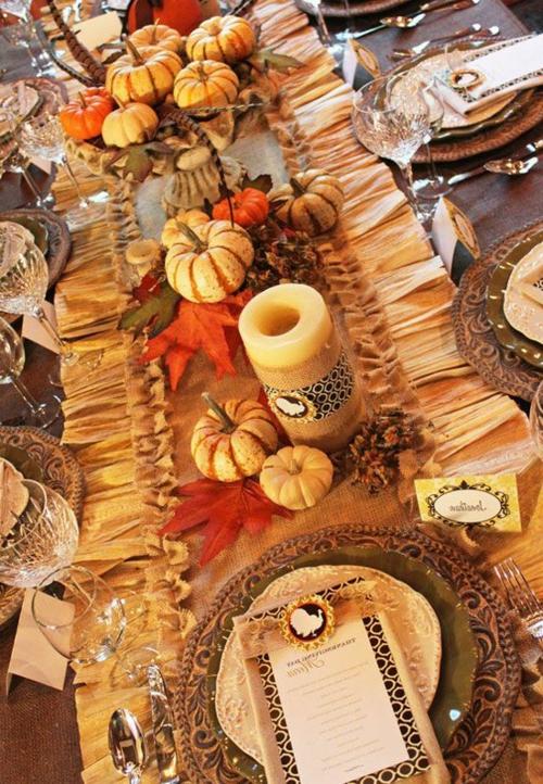 viele kürbbisse dekorativ kerzen massiv porzellan geschirr teller Ideen für Tischdeko im Herbst