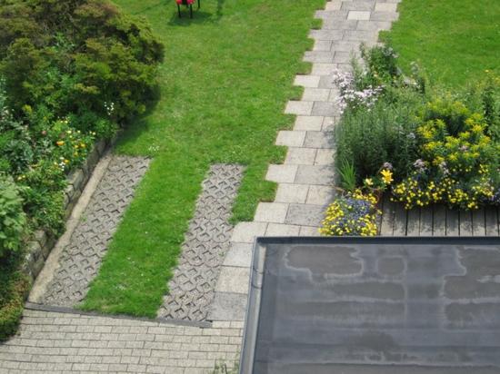 Vorgarten und einfahrt gestalten praktische for Vorgarten mit rasen gestalten