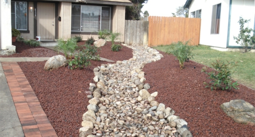 Vorgartengestaltung mit kies 15 vorgarten ideen for Small red rocks for landscaping