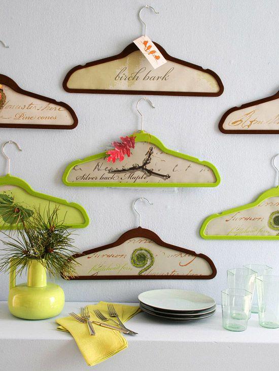 wandgestaltung mit holz wall art DIY kunst kleiderbügel