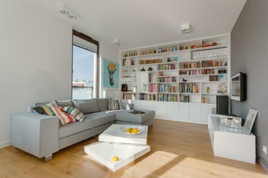 wandgestaltung modernes wohnzimmer bücherregal modularessofa