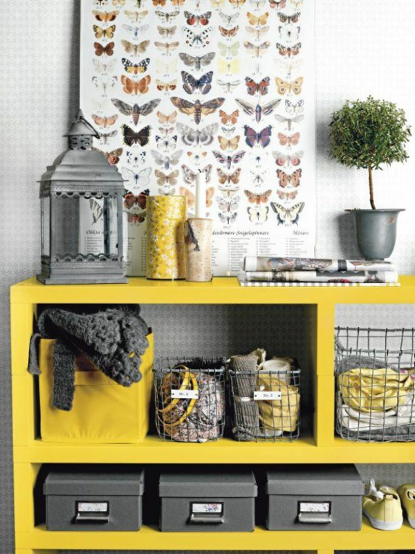 wandregalsystem gelb im korridor interior ideen wanddeko