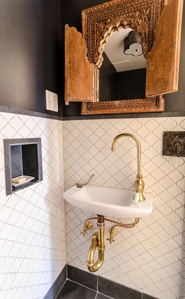 dekoartikel für einrichtungsideen waschbecken seife spiegel messingverkleidung