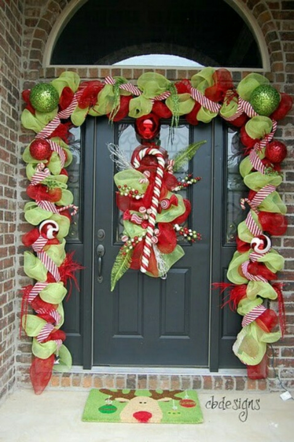 weihnachten dekoideen hauseingang dekorieren grün weiß rot