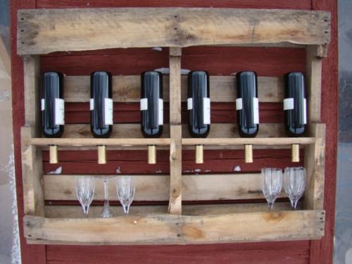 weinregal-aus-europaletten-basteln-weinflaschen, Gartenmöbel