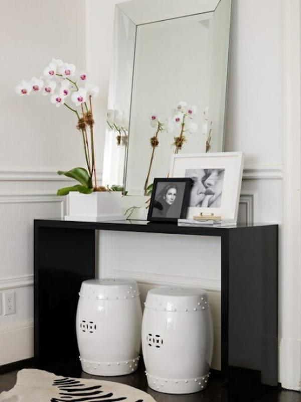wohnideen für flur weiße hocker schwarzer schminkentisch spiegel
