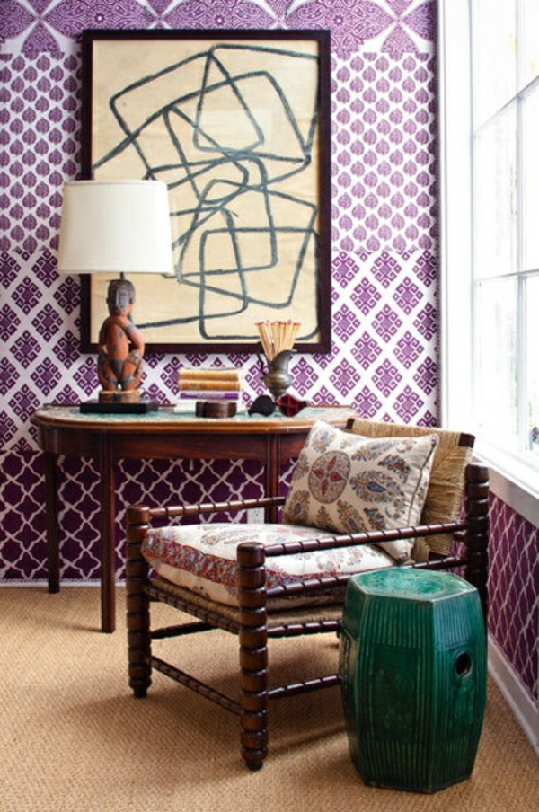 wohnideen im flur art design lila weiße wandtapete tisch