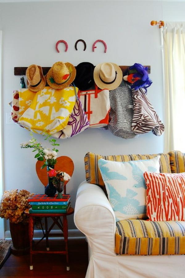 wohnung einrichten ideen textilien kleiderhacken hütte farbgestaltung