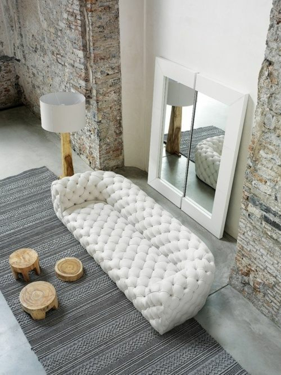 Wohnzimmer Einrichten Designer Sofa Spiegel Holz Stein Kontrast