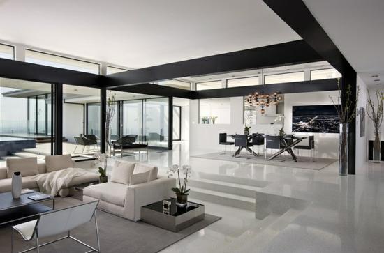 wohnzimmer einrichten schwarz weiß holzbalken hochglanz