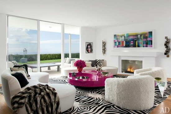 wohnzimmer gestalten moderne designer möbel glaswand zebra muster teppich