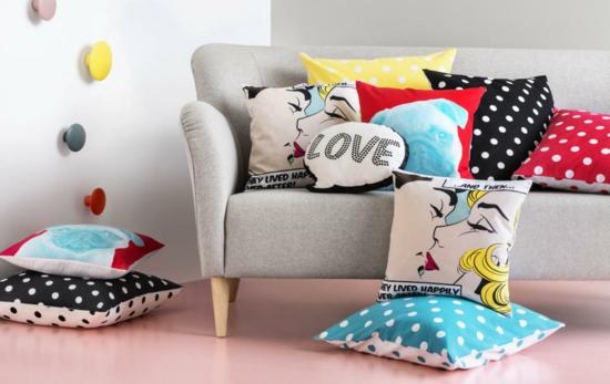 Wohnzimmer Sofa Dekokissen Pop Art Boden Farbe Hellrosa