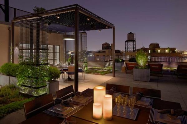 Überdachte Terrasse modern holz glas pergola markise dunkel