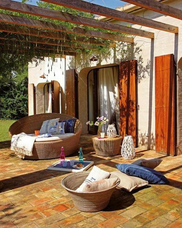 Überdachte Terrasse modern holz glas pergola markise entspannend