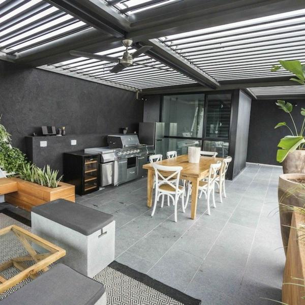 Überdachte Terrasse modern holz glas pergola markise erholungsecke