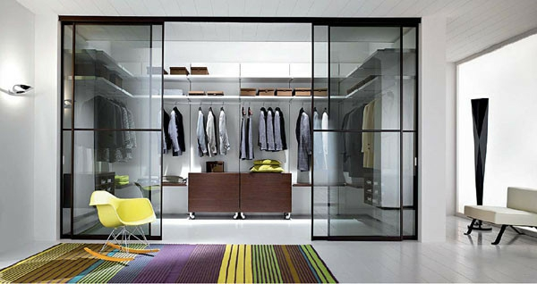 glas schiebetüren Begehbarer Kleiderschrank planen teppich streifen