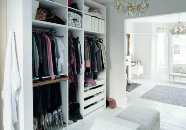 Begehbarer Kleiderschrank planen hell weiß konstruktionen