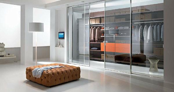 Begehbarer Kleiderschrank planen schiebetüren sitzbank polstermöbel