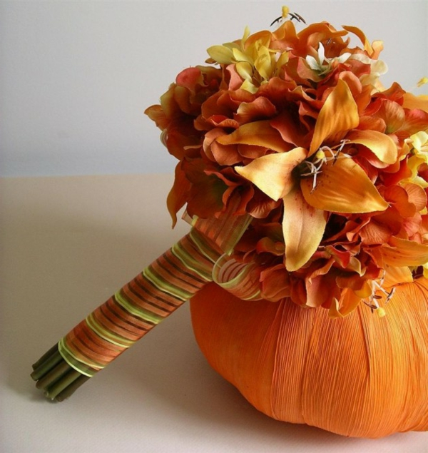 Brautstrauß Ideen im Herbst orange farben