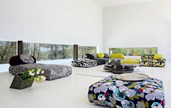 Einrichtungsbeispiele fürs Wohnzimmer bunt blumenmuster möbel
