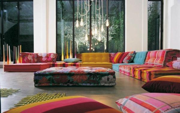 Einrichtungsbeispiele Wohnzimmer eklektisch bunt sofas hängelampen
