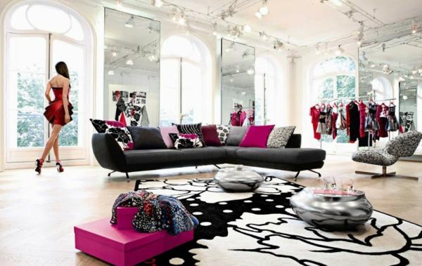 Einrichtungsbeispiele fürs Wohnzimmer sofa schwarz rosa teppich