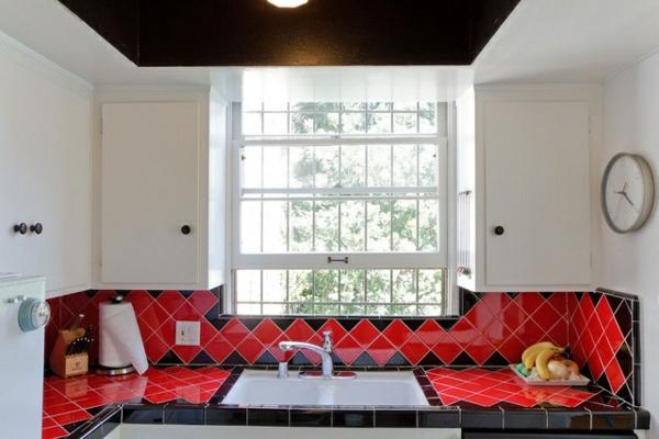 Fliesenlack rot küchenrückwand Fliesenfarben wohnzimmer sofa