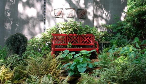 Gartendeko aus Metall und Rost industriell traditionell rot bank