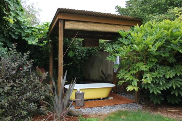 Ideen f r gartengestaltung 13 bilder von sitzecken im hinterhof - Badewanne im garten ...
