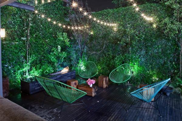 Gartengestaltung ideen gartenmöbel stühle kletterpflanzen sichtschutz