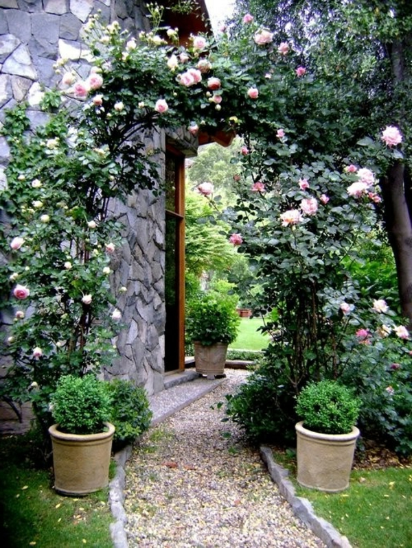 Gartengestaltung Kies Steinen rosen pflankübel fußweg