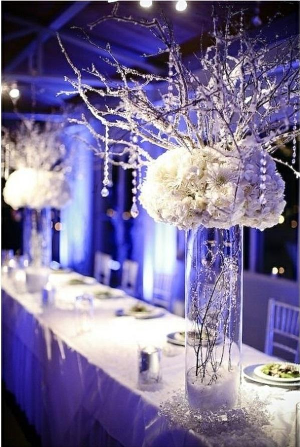 Hochzeitstisch Deko blumen beleuchtung hochglanz blau