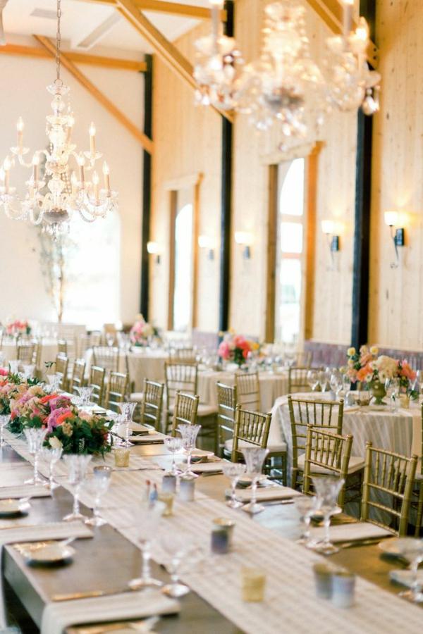 Hochzeitstisch blumen beleuchtung hochglanz große tafel