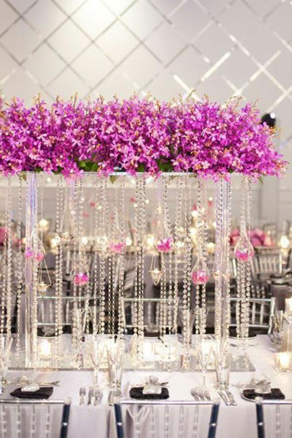 Hochzeitstisch Deko blumen beleuchtung hochglanz perlen