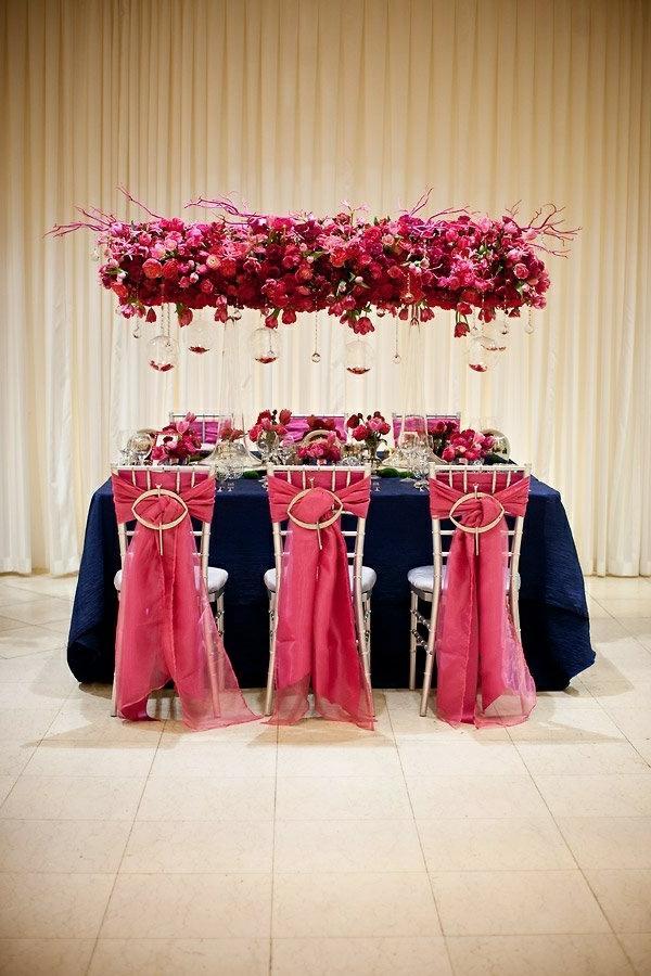 blumen beleuchtung hochglanz rote farben Hochzeit tischdeko