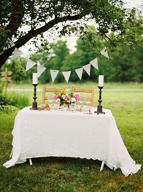 Hochzeitstisch deko 30 trendy ideen f r mehr glanz und reiz for Deko hochzeitstisch