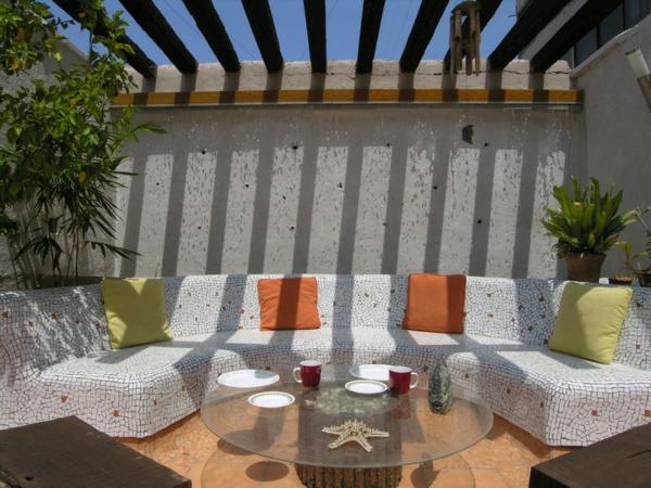 Ideen für Gartengestaltung gartenmöbel sofa couchtisch holzdielen