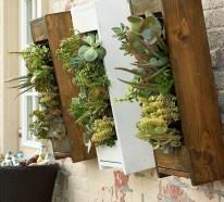 Kleine Dachterrasse gestalten – gemütliche Sitzecke und gesunde Kräuter
