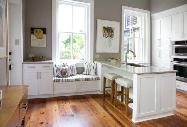 Kleine Küchen Ideen niedrige fensterbänke sitzecke