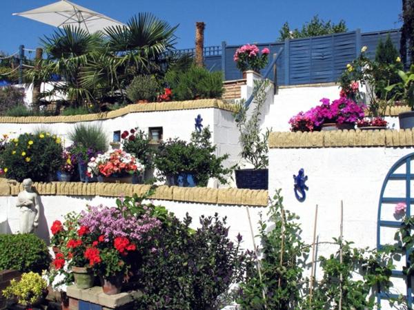 Mediterrane Gartengestaltung wasseranlagen pflanzen dürrefest meer