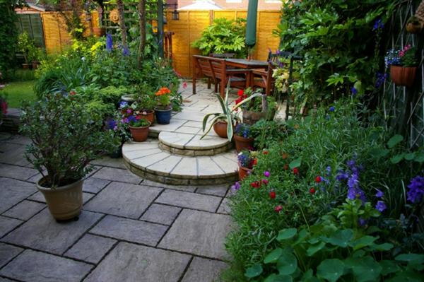 Mediterrane Gartengestaltung wasseranlagen pflanzen dürrefest steinplatten
